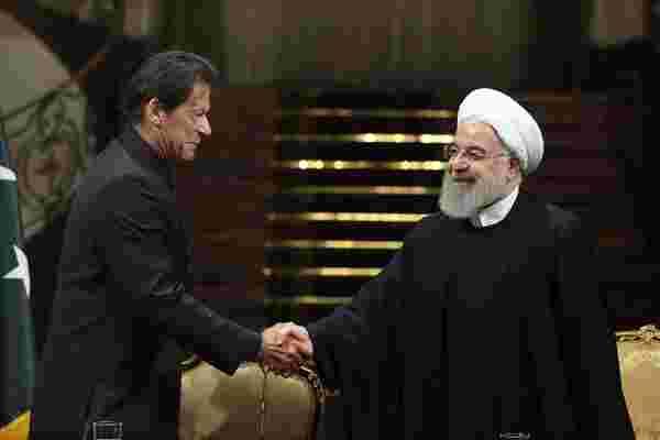 巴基斯坦总理伊姆兰-汗访伊朗 会晤鲁哈尼
