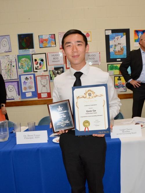 美媒:美国加州华裔男孩被哈佛大学录取