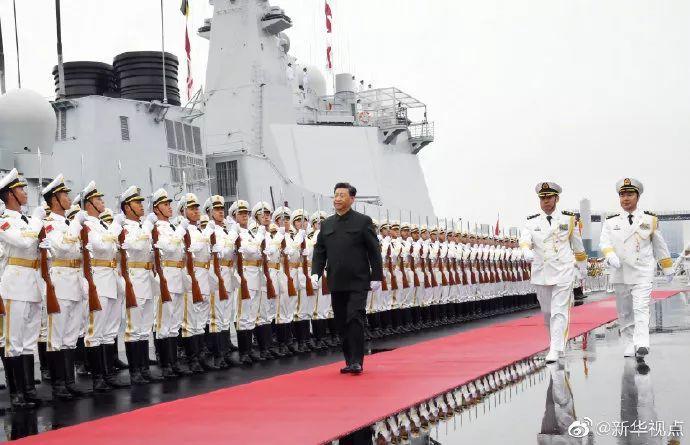 习近平登上西宁舰,阅兵即将开始