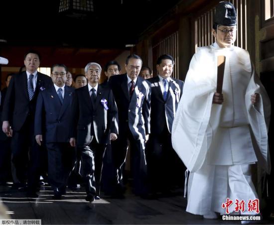 日本靖国神社举行春季大祭 跨党派议员联盟参拜