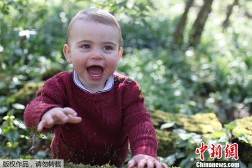 英国威廉王子夫妇公开小儿子萌照 庆祝其1岁生日(图)
