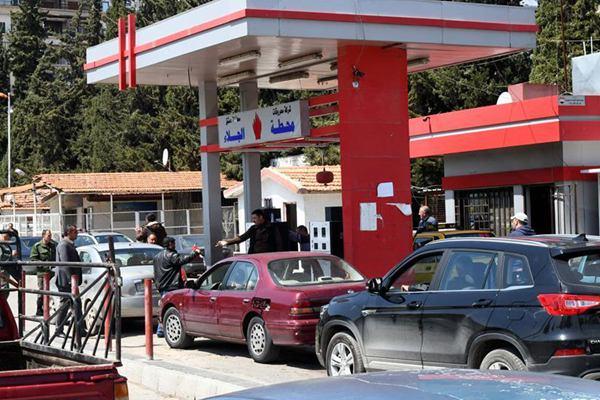 """叙利亚""""油荒"""" 多地加油站大?#23458;?#19994;"""