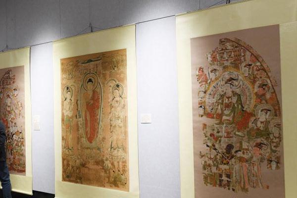 90余幅敦煌藏经洞流失海外文物复制品在兰州展出
