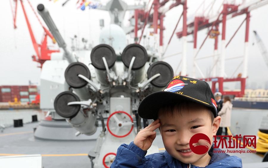 舰艇开放日 民众登上《红海行动》撤侨同款军舰