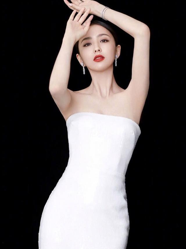 """真是败给佟丽娅了,随便裹条""""浴巾""""都这么美,让别人还怎么活!"""