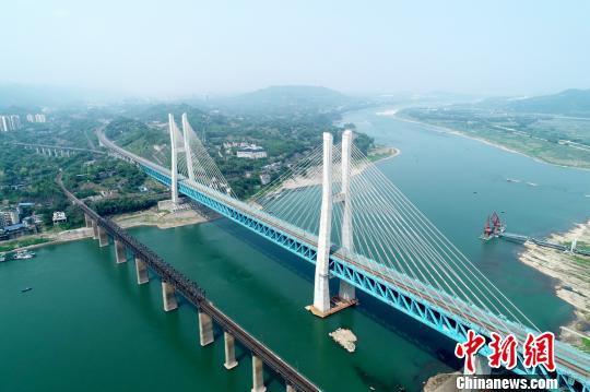 渝贵铁路新白沙沱长江特大桥实现上下双层铁路通行