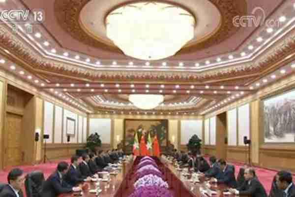习近平会见缅甸国务资政