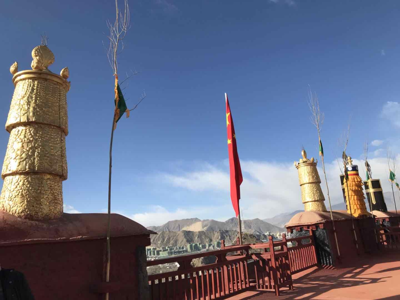 与西藏僧人面对面交流:要倍加珍惜和谐稳定大好局面