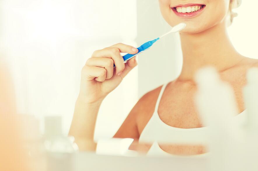 为漂亮想美白牙齿?专家提醒可能会损害牙本质