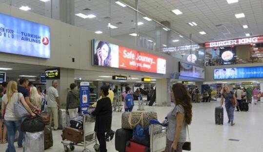 斯里兰卡一国际机场附近现可疑车辆 道路暂时关闭