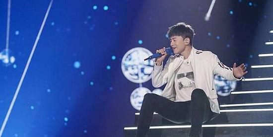 张杰温情献唱《仰望星空》助阵湖南卫视航天晚会