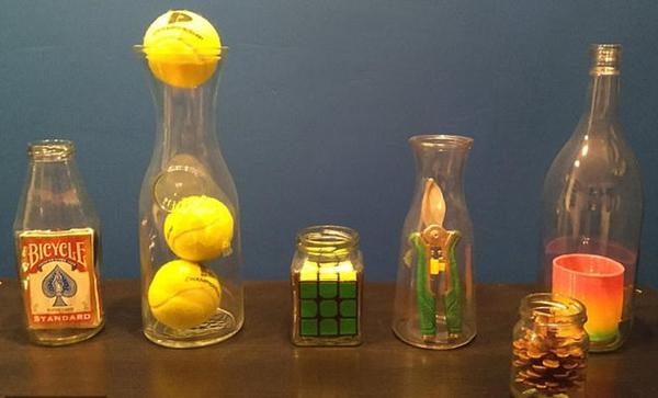 荷兰男子将比玻璃瓶口大物品置于瓶中惊呆网友