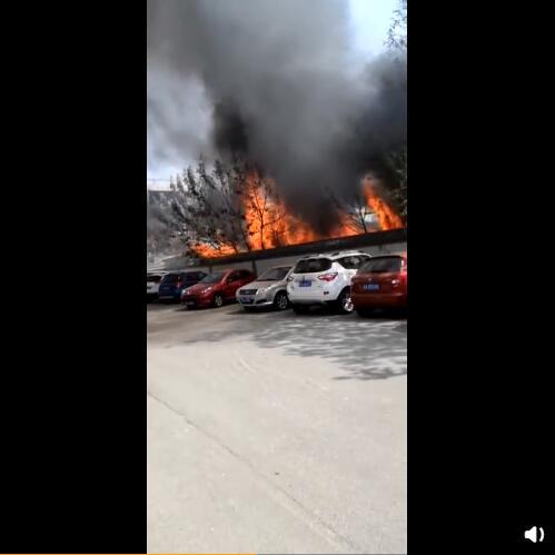 太原学府公园北门八一街工地起火