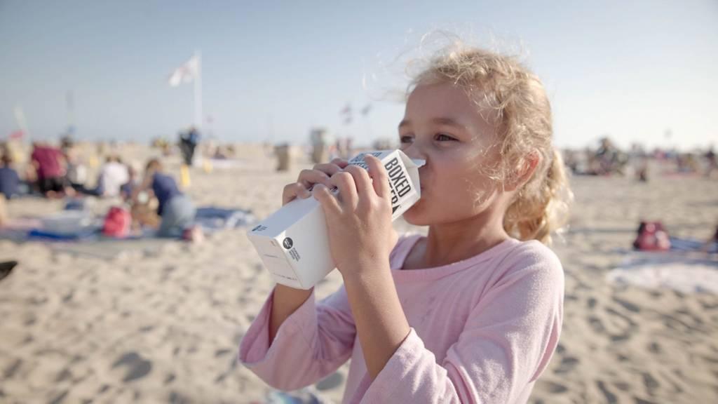 日常饮水很重要 专家称用饮料代替水将增加儿童肥胖风险