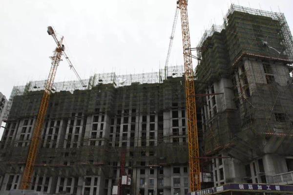 衡水一在建楼盘升降梯折断致11死,曾称多次停工仍能保证进度
