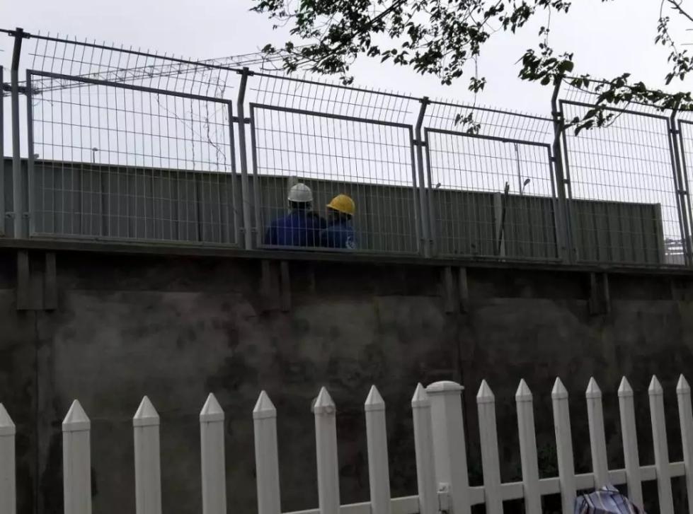 女生被偷窥?南京审计大学:浴室封闭性完好,围墙加装石棉瓦