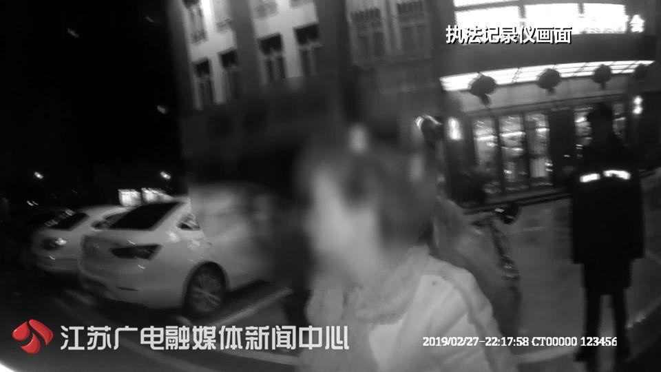 五旬大妈会网恋男友遭抢,劫匪竟是儿子儿媳?真相比电影更离奇