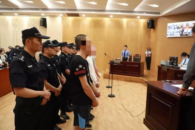 """""""校园贷""""致多名大学生自杀 杭州一涉黑团伙12人获刑"""