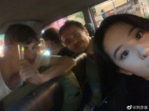刘亦菲深夜晒自拍,造型可爱似少女,网友:这次自拍对得起颜值