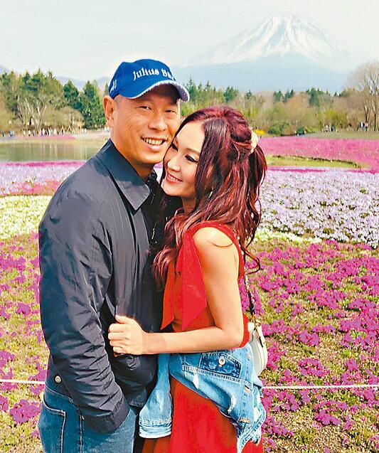 温碧霞称老公是知已 夫妻俩甜蜜游富士山赏樱花