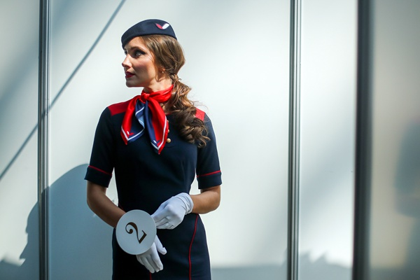 俄罗斯举行空姐选美比赛 令人眼花缭乱!