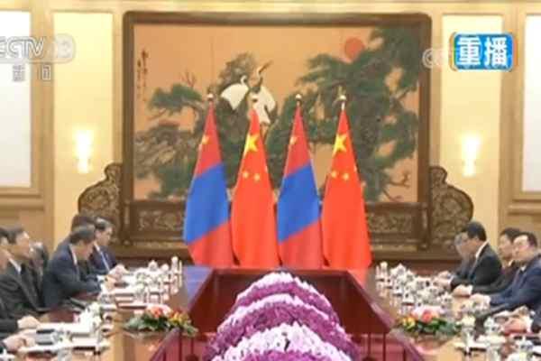 习近平举行仪式欢迎蒙古国总统访华并同其举行会谈