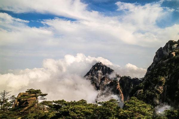 安徽黄山阴雨过后风景更奇绝