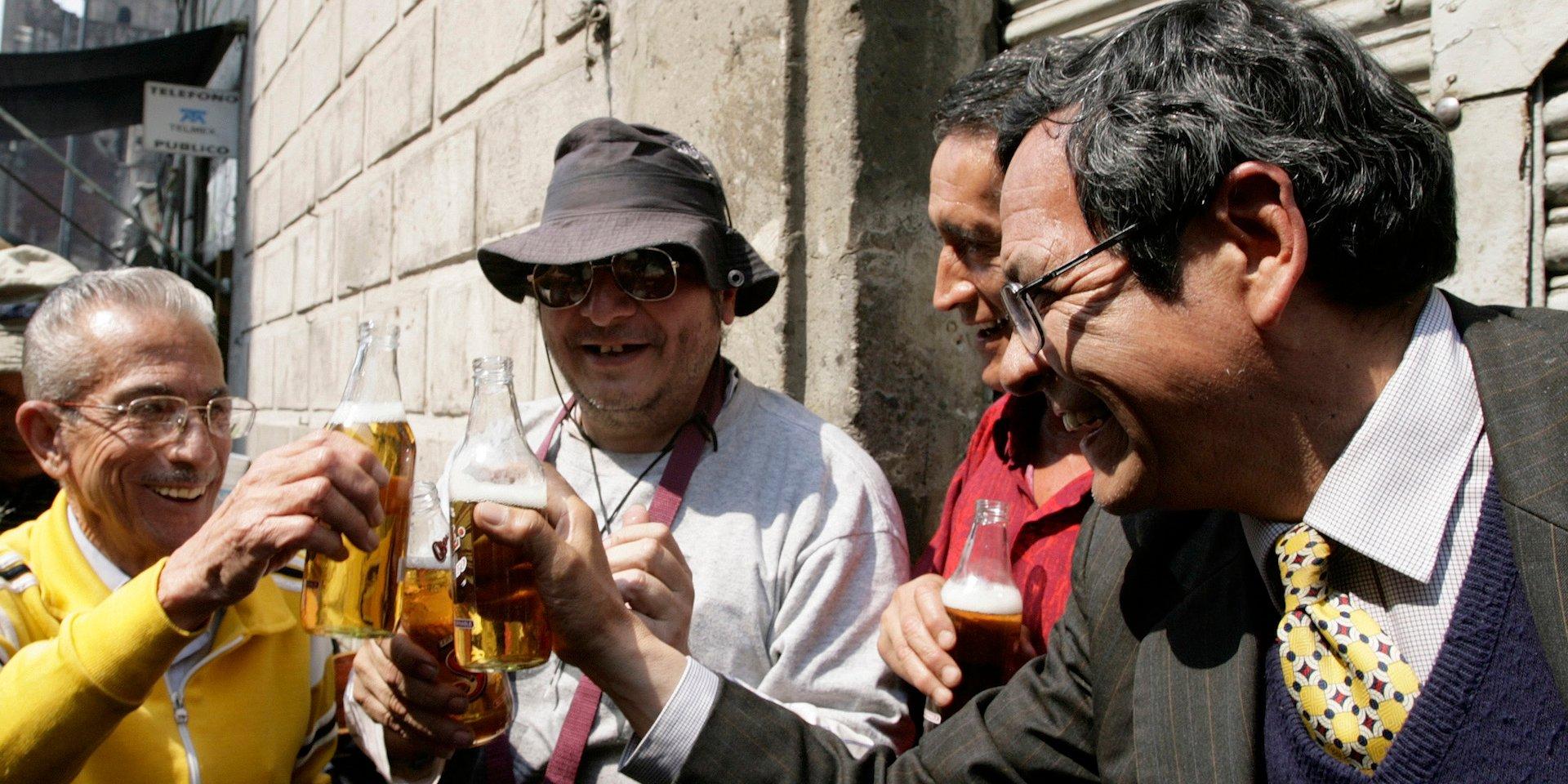 墨西哥要禁售冰啤酒?网友:别动我们的啤酒