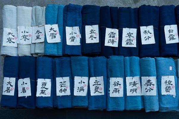 """贵州侗族织娘染出""""二十四节气""""蓝"""