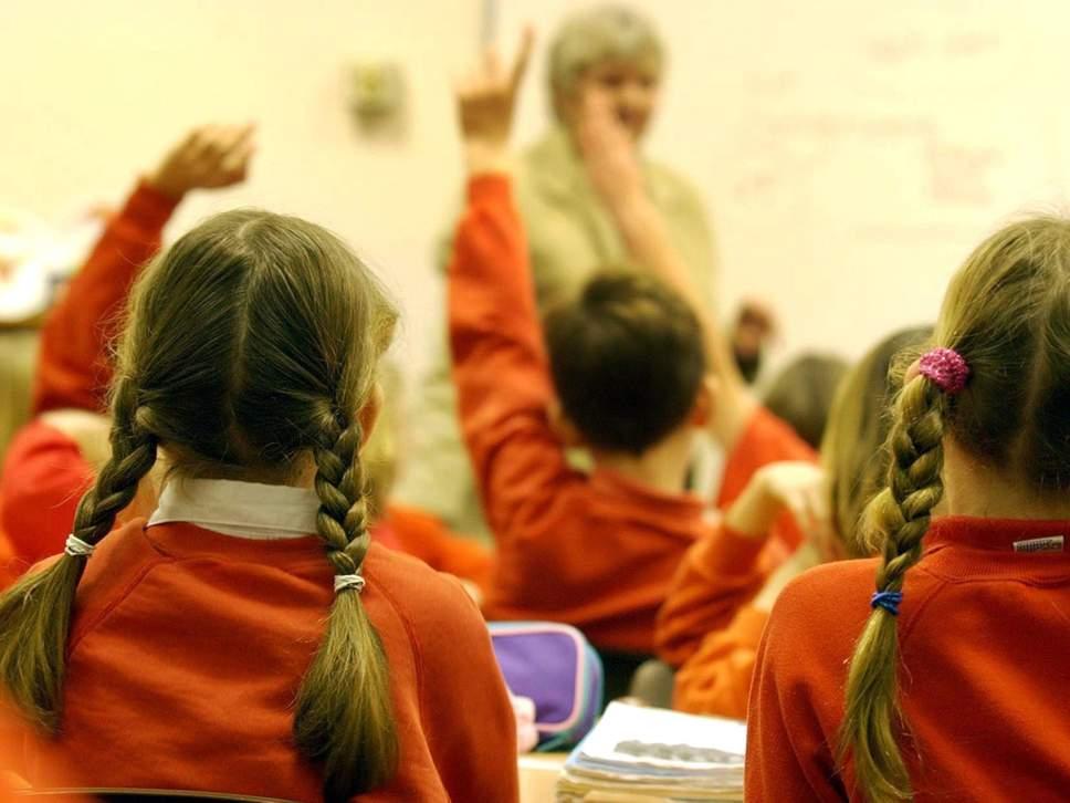 """英国小学生""""蜂拥而至""""补习班 教育官员:并不是好趋势"""