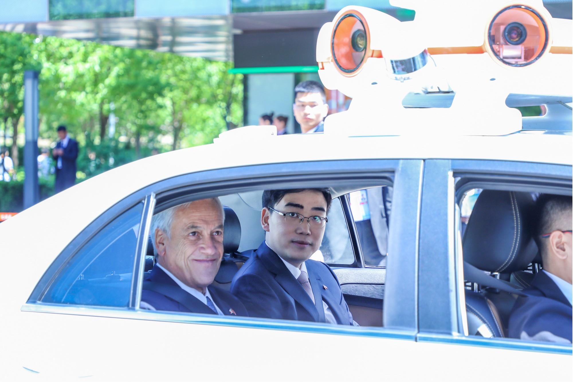 智利总统皮涅拉到访滴滴 与程维试乘滴滴无人车
