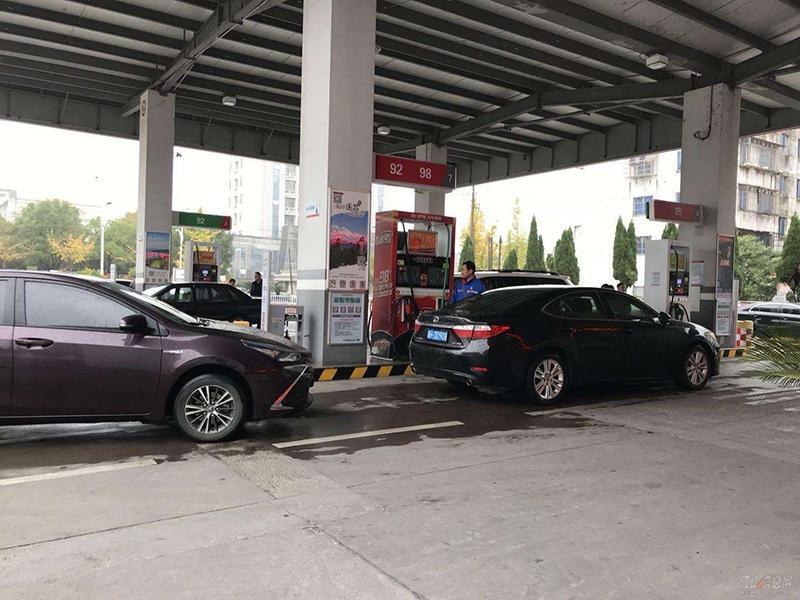 新一轮调价窗口将开启 汽柴油价每吨或上调超百元