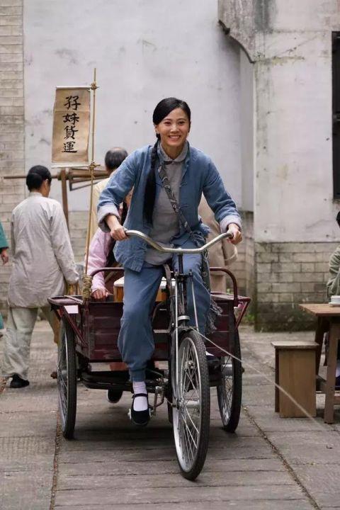 TVB花旦拍戏嫌弃道具不好用,表示比我年纪都老,网友:习惯就好