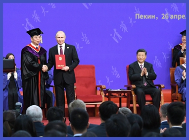 习近平出席清华大学向俄罗斯总统普京授予名誉博士学位仪式