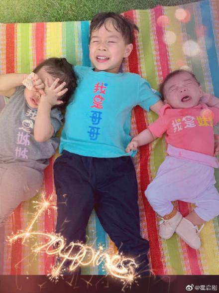 霍启刚晒三个孩子合影,多子女家庭培养孩子,做好这三点很重要
