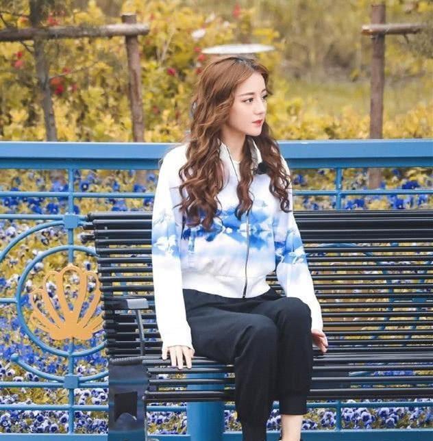 黄磊回归《极挑》,与张艺兴全程手拉手,热巴的表情亮了!