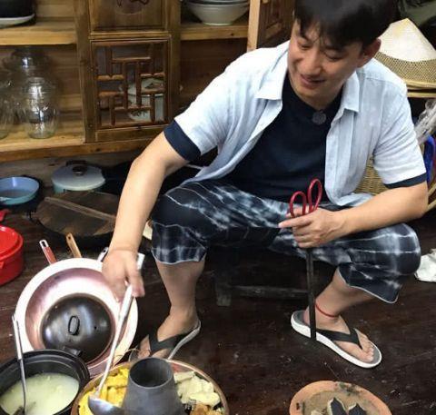 《向往的生活》:彭昱畅和张子枫的聊天记录,何老师对话亮了!