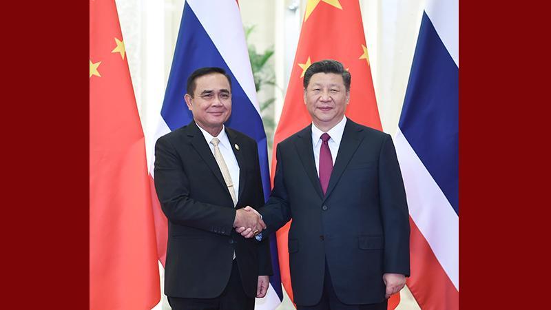 习近平会见泰国总理