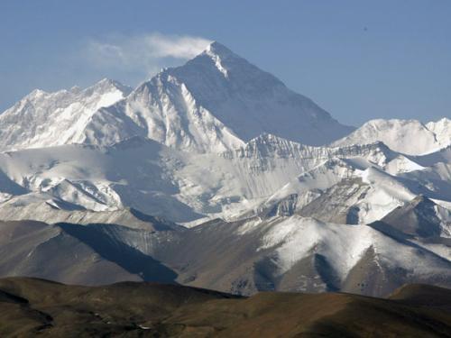 尼泊尔政府警告:攀登珠峰未经许可禁用无人机