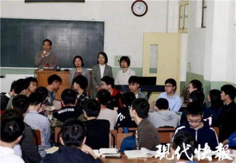 """大学生改编歌曲""""串烧""""生化知识 还被老师搬上课堂"""