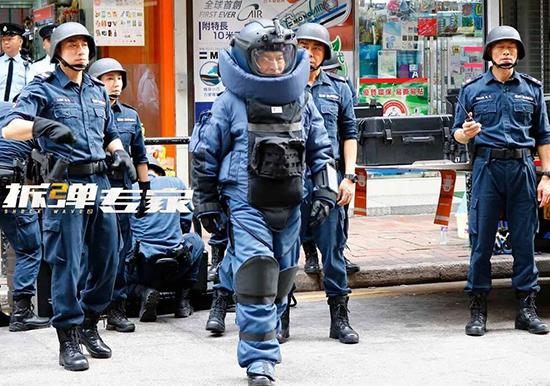 《拆弹专家2》刘德华刘青云全副武装拍摄爆炸戏