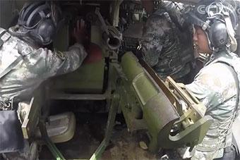 炮兵演练近距离直瞄打击 火炮内部结构曝光