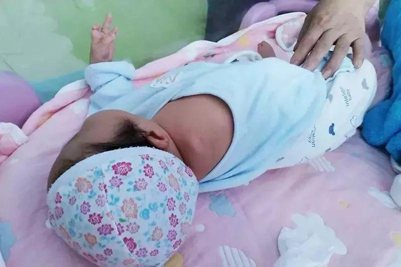 胎儿产检显示双手握拳,出生却没有右臂!医院这样回应