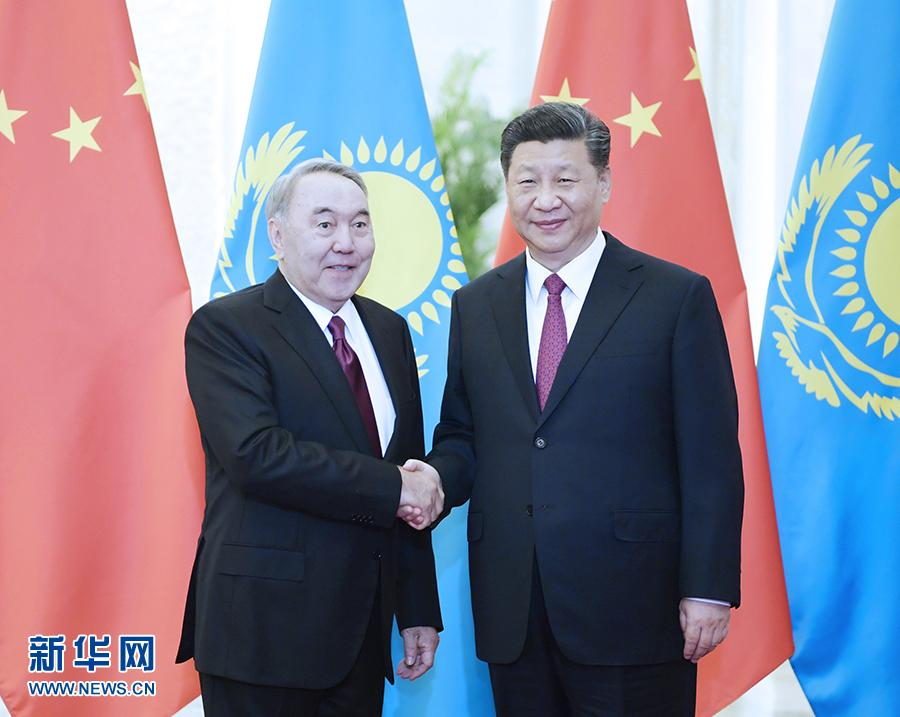 习近平会见哈萨克斯坦首任总统纳扎尔巴耶夫