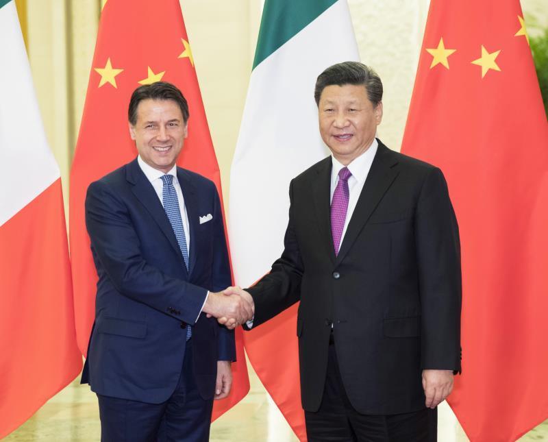 习近平会见意大利总理