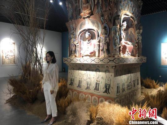 """""""觉色敦煌""""在沪揭幕 3000平方米黄沙还原敦煌实景"""