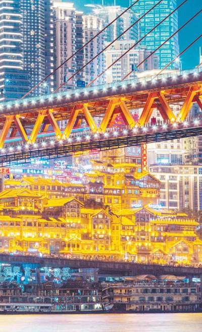 """重庆多景点引万千游客""""打卡"""" 旅游业提升品质添动力"""