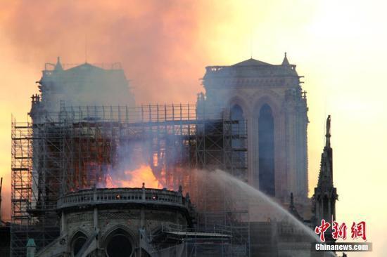 巴黎圣母院大火烟尘含铅 法警方吁民众以湿布擦家具