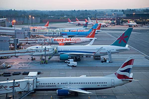英盖特威克机场惊现无人机 航班紧急调整飞行航道