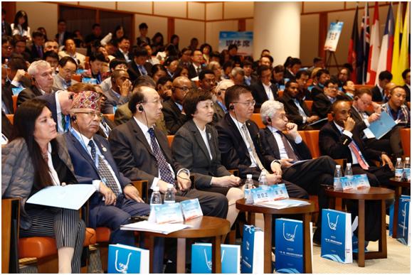"""共话""""一带一路"""" 共商全球治理:第28届万寿论坛在清华大学成功举行"""